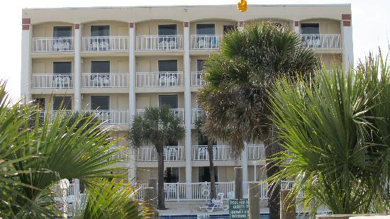 Holiday Isle Oceanfront Resort: bach face of hotel