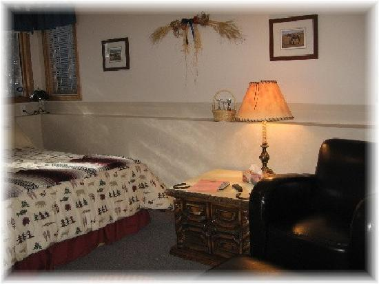Homestead Bed & Breakfast: Bunkhouse Suite Queen & Twin beds