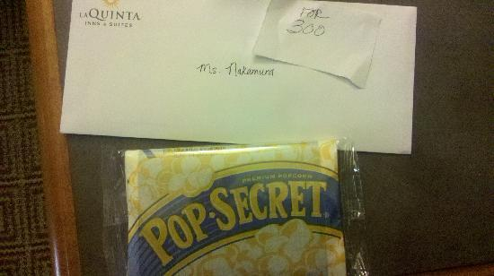La Quinta Inn San Diego Scripps Poway: Letter from manager with popcorn.