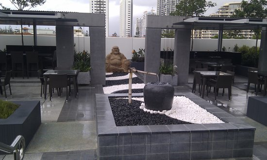 Peppers Broadbeach: Zen gardens and teppanyaki BBQ area