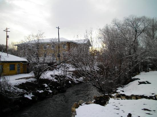 Riverside Hot Springs Inn: Winter in Lava Springs
