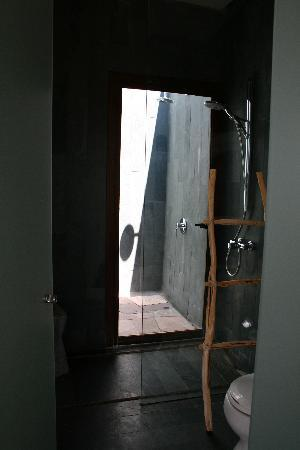 Tierra Atacama Hotel & Spa: Indoor/Outdoor Shower - Bliss!