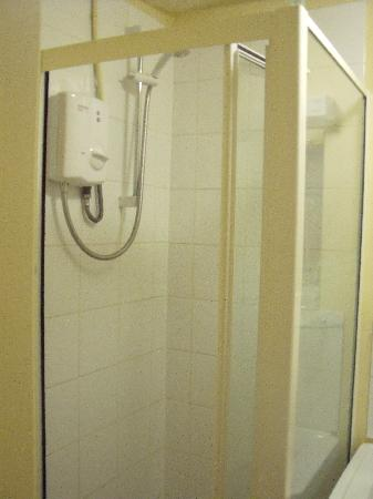 The Tollgate Inn: small shower
