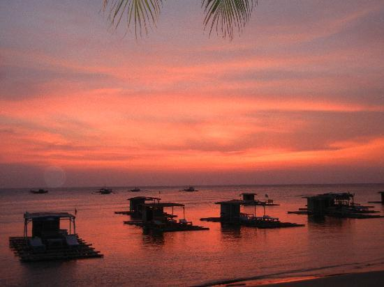 Lian, Philippines: Sunset