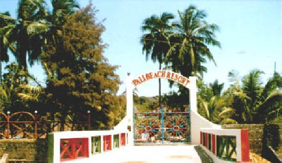 Pali Beach Resort: Old gate