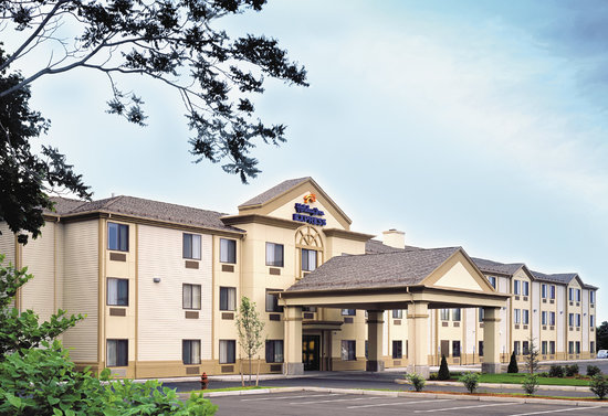 Holiday Inn Express Middletown / Newport: Exterior