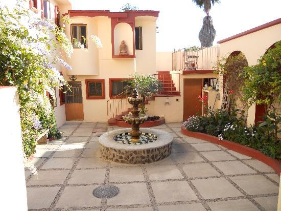 Ajijic Suites: Courtyard facing South