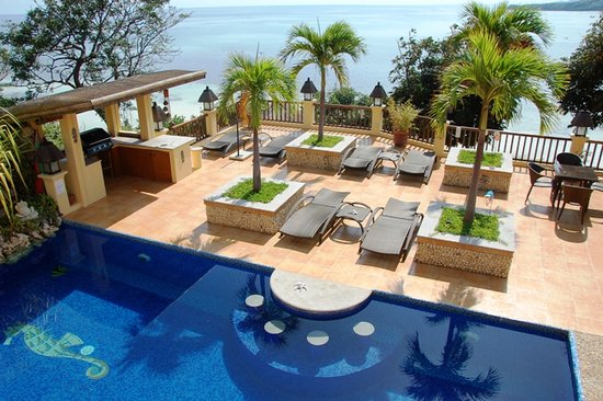 Palm Breeze Villa: Sun deck with sea-view