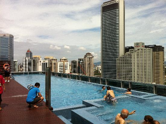 Rooftop infinity pool jacuzzi picture of somerset - Rooftop swimming pool kuala lumpur ...