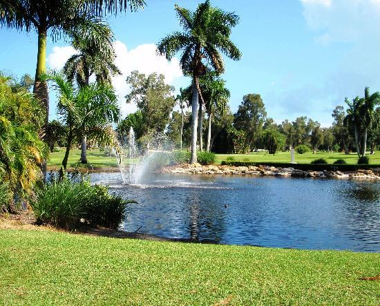 Hollywood Beach Golf Resort: Picturesque views of the Lake outside our restaurant and loung