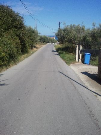 Kriopigi, Greece: Road to the hotel