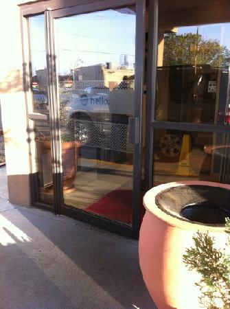 Hampton Inn Abilene: tiny front door
