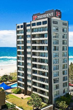President Holiday Apartments: Absolute beach frontage in the heart of Surfers
