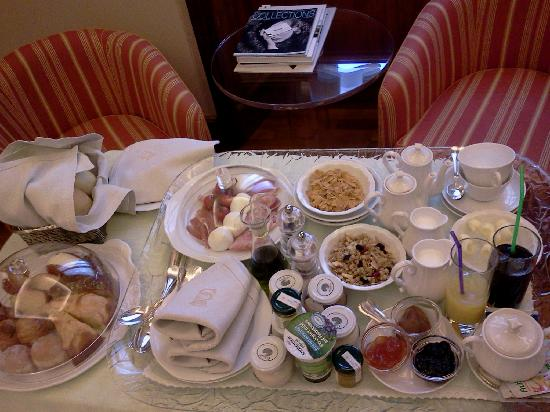 Villa Spalletti Trivelli: Breakfast in-room