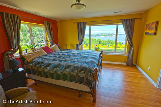 The Artists Point Bed, Breakfast and Phototours: Bedroom with ocean view