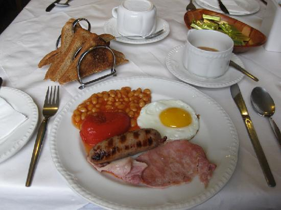 The George Hotel: The complimentary full English breakfast
