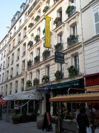301 moved permanently for Cler hotel paris