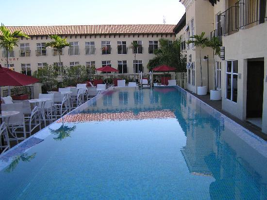 The Spanish Court Hotel: Pool Area