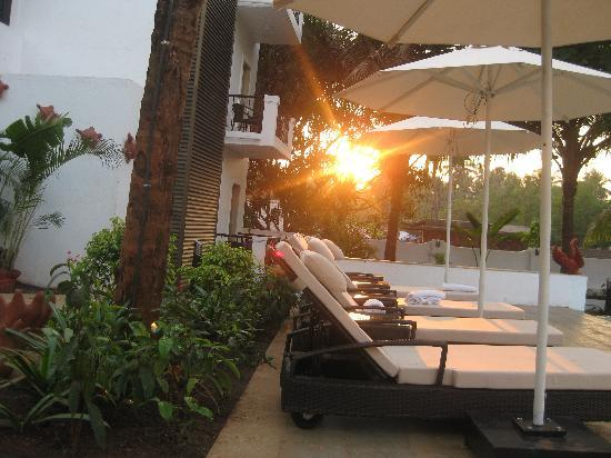 Citrus Goa: Pool area at sunset