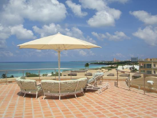 Oceania Deluxe Beachfront Resort: The most spectacular ocean views available at Eagle Beach!