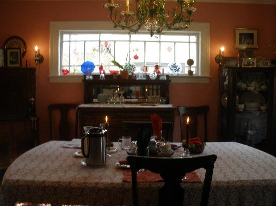 Touch of Ireland Guest House: Candlelight breakfast