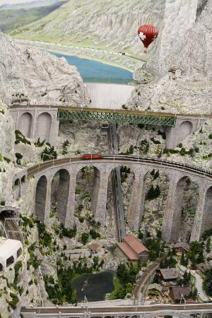 http://media-cdn.tripadvisor.com/media/photo-s/01/cb/0b/0c/miniatur-wunderland.jpg