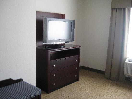 Bedroom TV Picture of Holiday Inn Madison at The