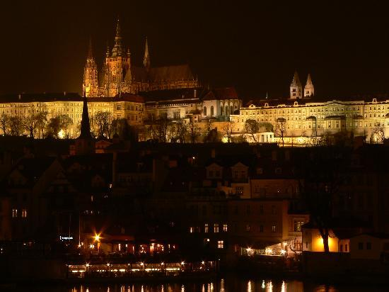 St. Vitus Cathedral by night: 写真