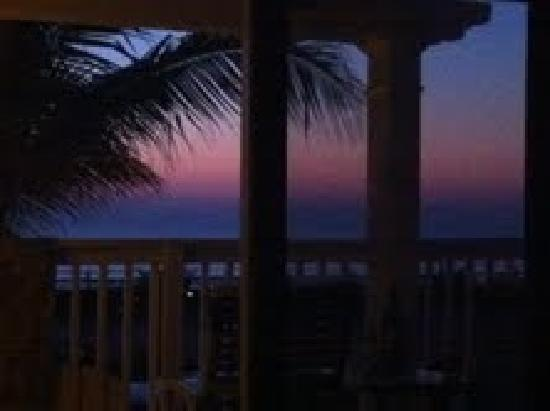 Oceanfront Cottages: Havana Suite Sunrise View from Bed