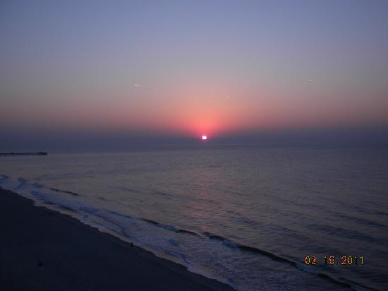 Sands Beach Club Resort: Sunrise