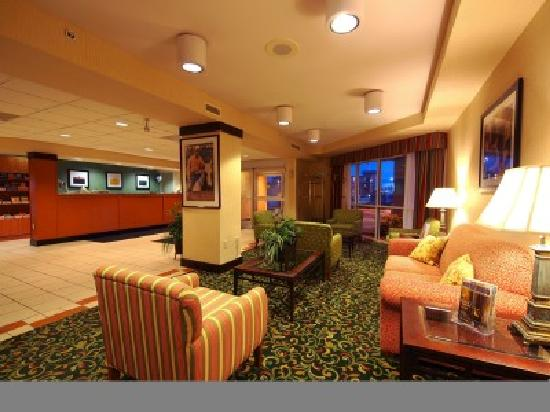 Fairfield Inn Owensboro: Relax in our comfortable lobby area and enjoy our home baked cookies or fresh coffee.