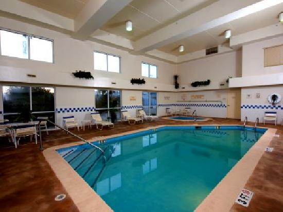 Fairfield Inn Owensboro: Enjoy swimming year-round in our indoor pool or kick back and relax in the whirlpool.