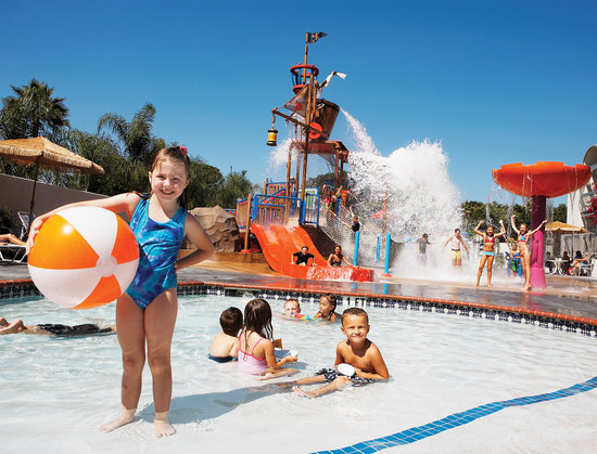 Howard Johnson Anaheim Hotel and Water Playground: Howard Johnson Plaza Hotel Anaheim - Castaway Cove-A Watery Pirate Playground