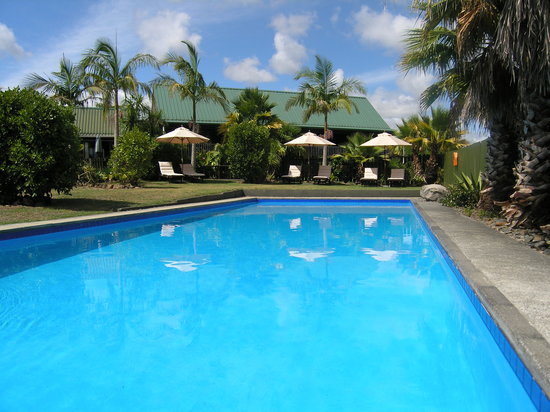 Kerikeri Homestead Motel & Apartments: Outdoor swimming pool