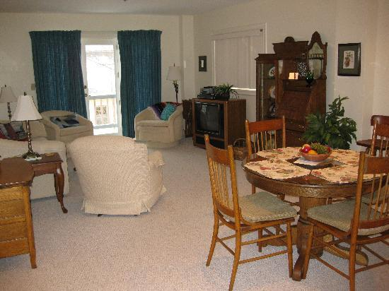 Chautauqua, NY: one bedroom suite