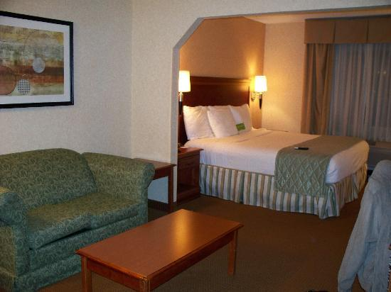 La Quinta Inn &amp; Suites Erie: room view