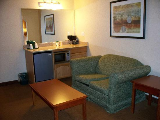La Quinta Inn &amp; Suites Erie: room view 2