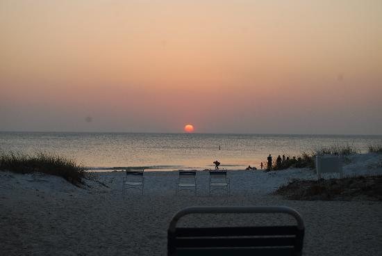 Sailfish Beach Resort: Sunset from the patio!