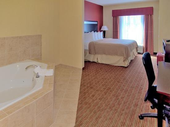 Quality Suites Warner Robins / Robins AFB: Whirlpool Suite