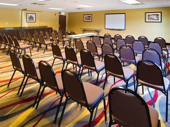 Quality Suites Warner Robins / Robins AFB: Meeting Room