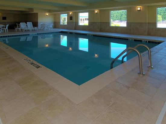 Quality Suites Warner Robins / Robins AFB: Heated Indoor Pool