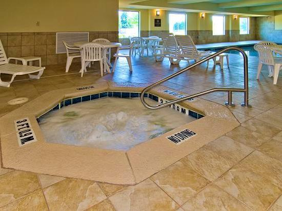 Quality Suites Warner Robins / Robins AFB: Indoor Hot Tub