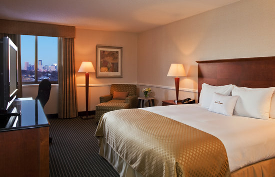 Doubletree by Hilton Hotel Minneapolis - Park Place: Sweet Dreams King Accommodations