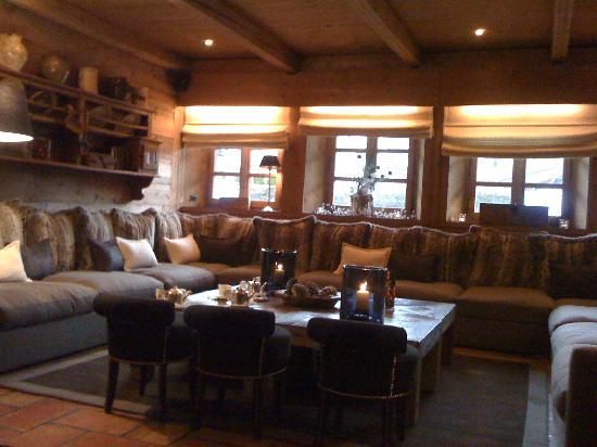 salon cosy picture of le fer a cheval megeve tripadvisor. Black Bedroom Furniture Sets. Home Design Ideas
