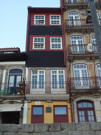 Guest House Douro from the river