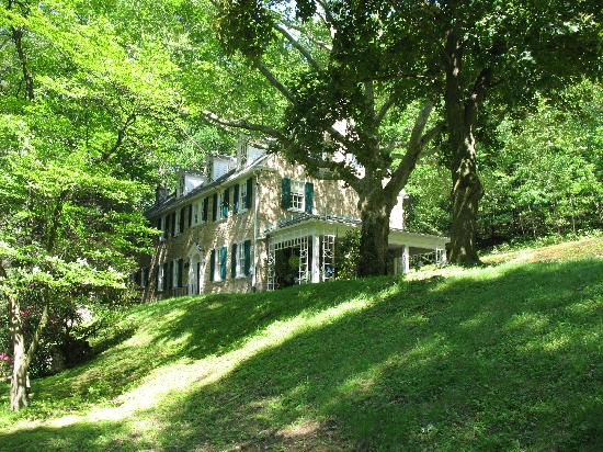 Stony Point Bed &amp; Breakfast: Stony Point: 7 acres in the heart of Tyrone