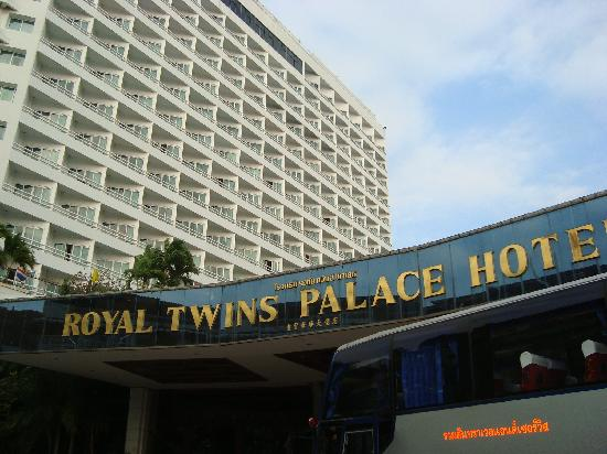 Royal Twins Palace Hotel: Front view