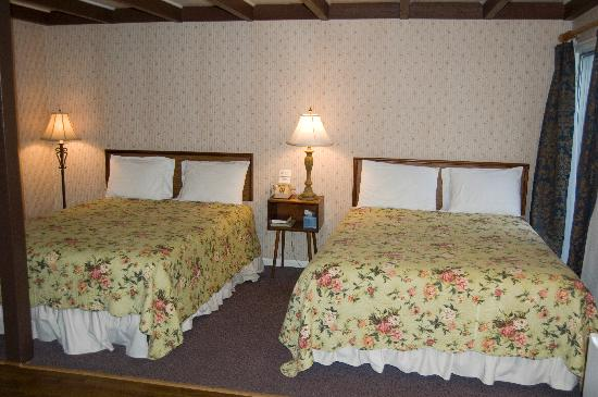Peach Tree Inn & Suites: Double Bed - Queen