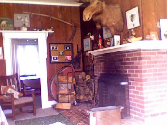 Tokeland, WA: fireplace room