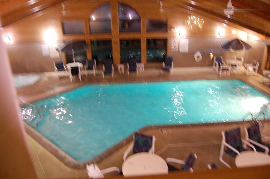 AmericInn Lodge & Suites Peoria: pool from second floor
